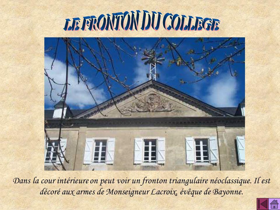 LE FRONTON DU COLLEGE
