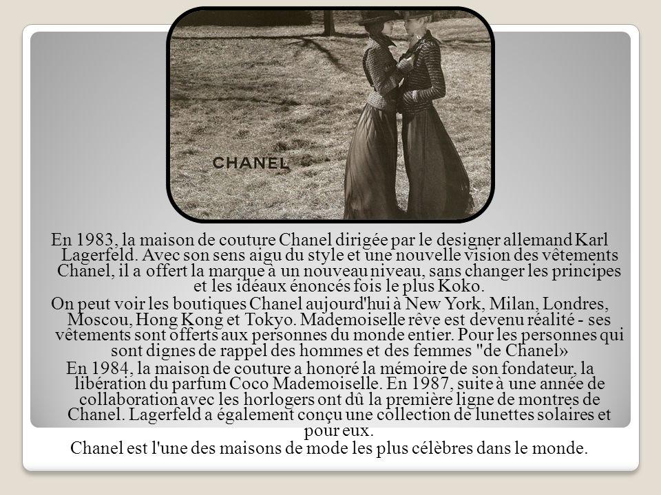 En 1983, la maison de couture Chanel dirigée par le designer allemand Karl Lagerfeld.