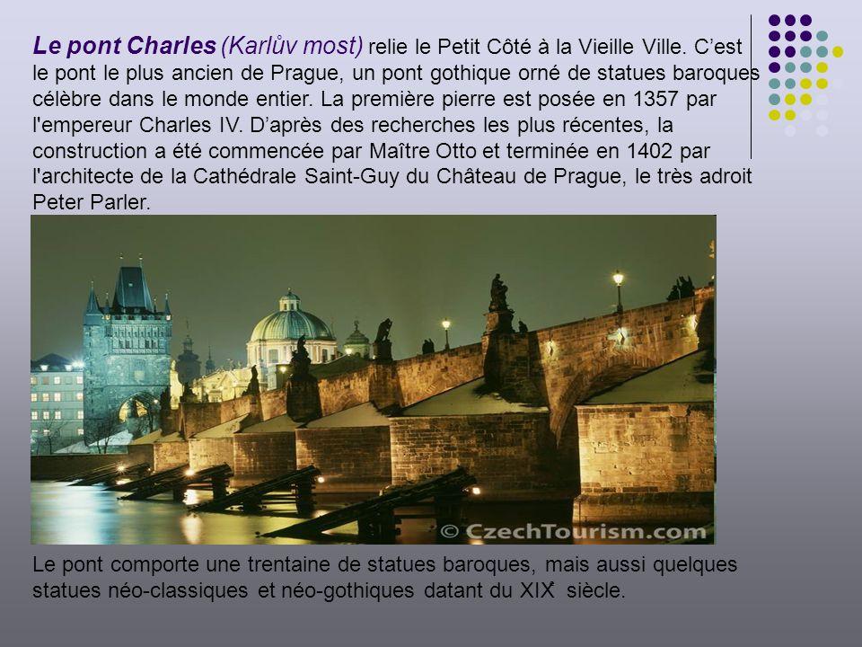 Le pont Charles (Karlův most) relie le Petit Côté à la Vieille Ville