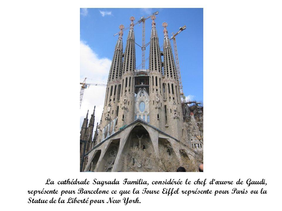La cathédrale Sagrada Familia, considérée le chef d'œuvre de Gaudi, représente pour Barcelone ce que la Toure Eiffel représente pour Paris ou la Statue de la Liberté pour New York.
