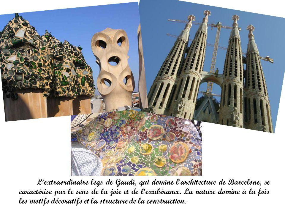 L'extraordinaire legs de Gaudi, qui domine l'architecture de Barcelone, se caractérise par le sens de la joie et de l'exubérance.