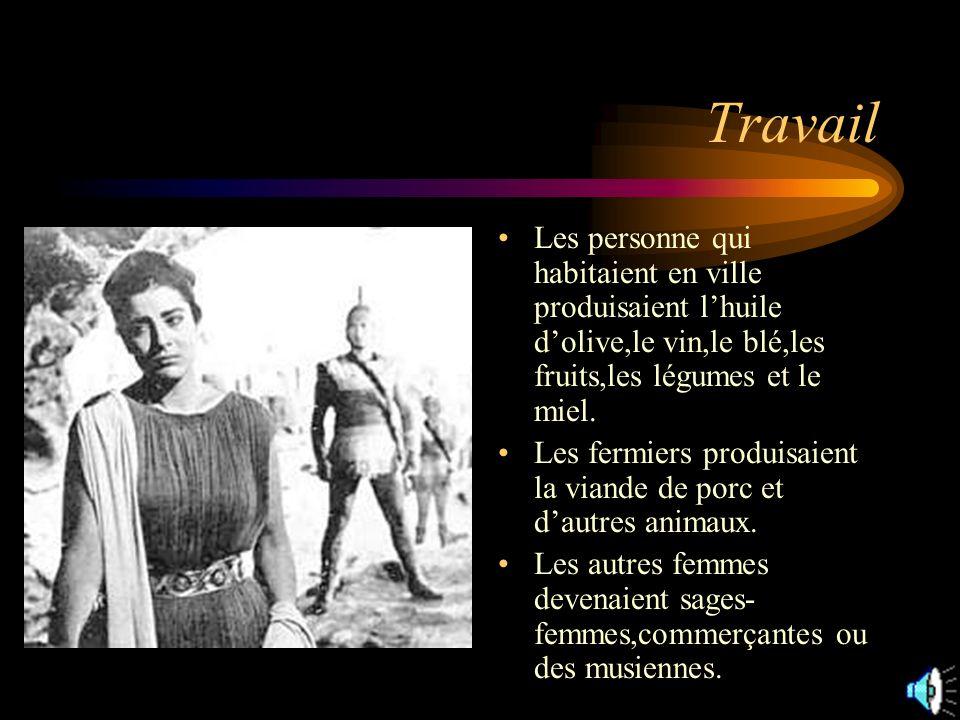 Travail Les personne qui habitaient en ville produisaient l'huile d'olive,le vin,le blé,les fruits,les légumes et le miel.