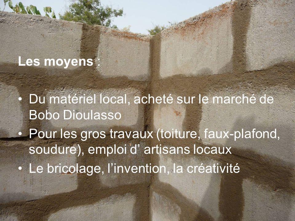 Les moyens : Du matériel local, acheté sur le marché de Bobo Dioulasso.