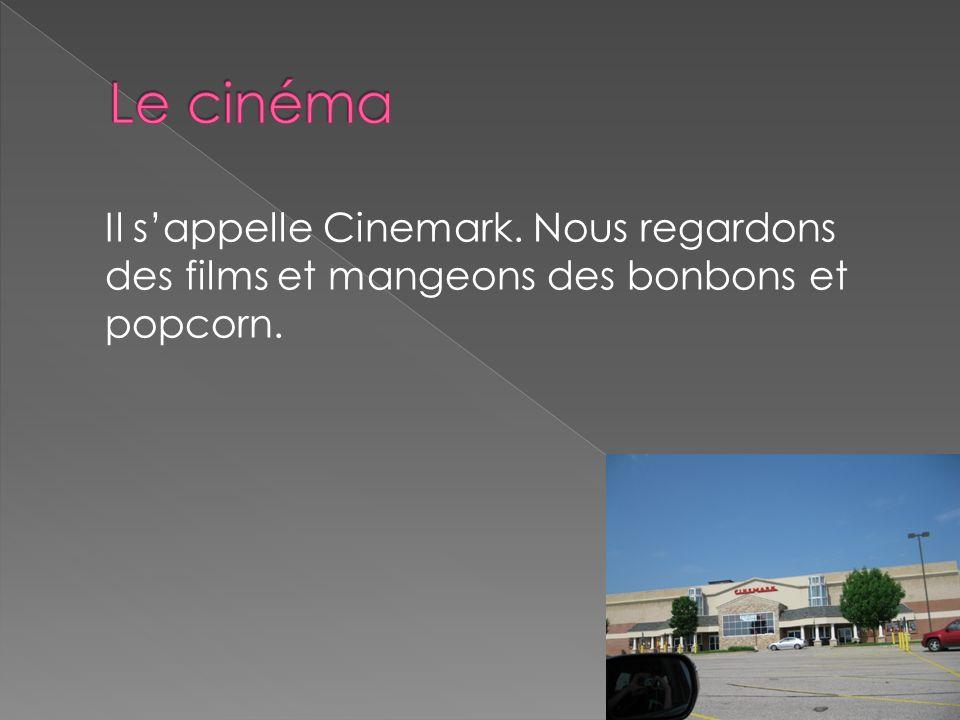 Le cinéma Il s'appelle Cinemark. Nous regardons des films et mangeons des bonbons et popcorn.