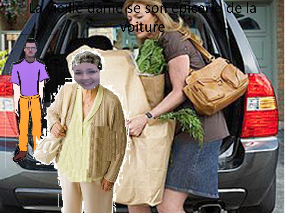 La vieille dame se son épicerie de la voiture