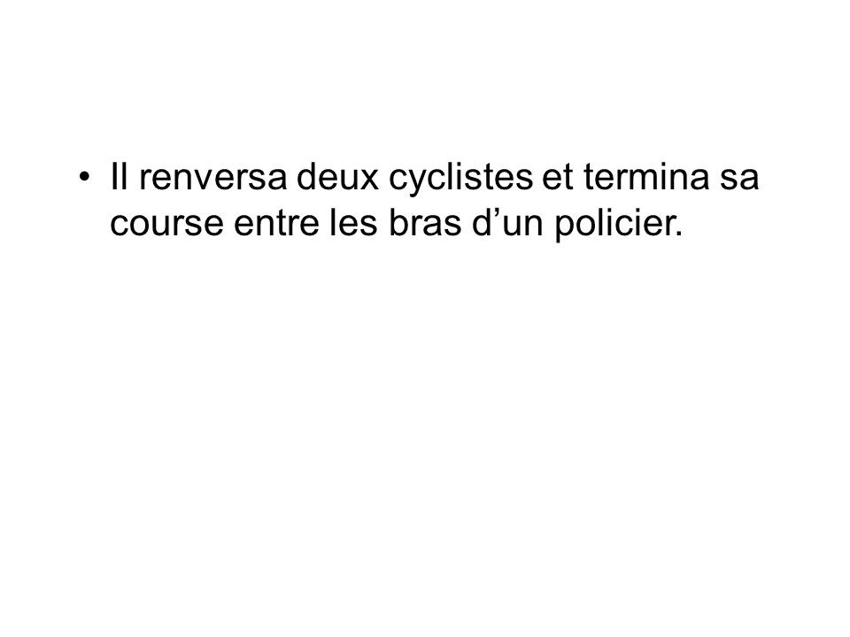 Il renversa deux cyclistes et termina sa course entre les bras d'un policier.