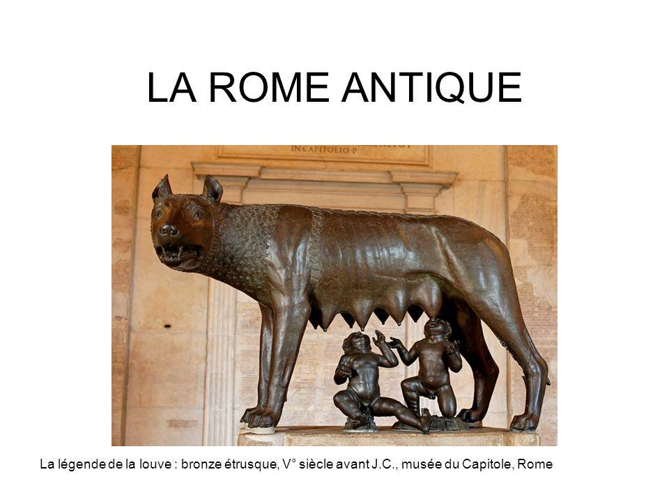 LA ROME ANTIQUE La légende de la louve : bronze étrusque, V° siècle avant J.C., musée du Capitole, Rome.