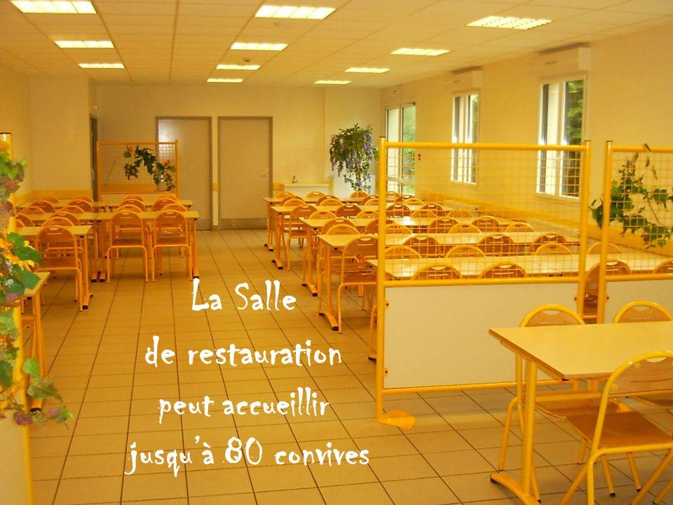 La Salle de restauration peut accueillir jusqu'à 80 convives