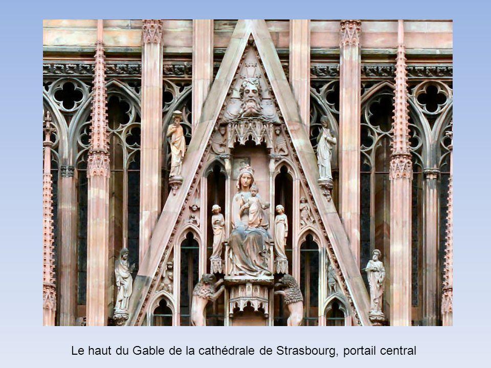 Le haut du Gable de la cathédrale de Strasbourg, portail central
