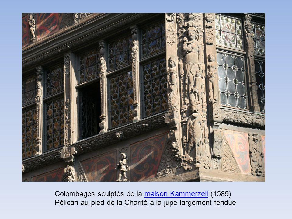 Colombages sculptés de la maison Kammerzell (1589) Pélican au pied de la Charité à la jupe largement fendue