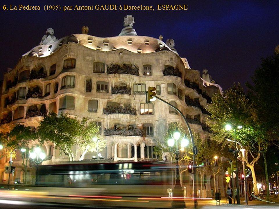 6. La Pedrera (1905) par Antoni GAUDI à Barcelone, ESPAGNE