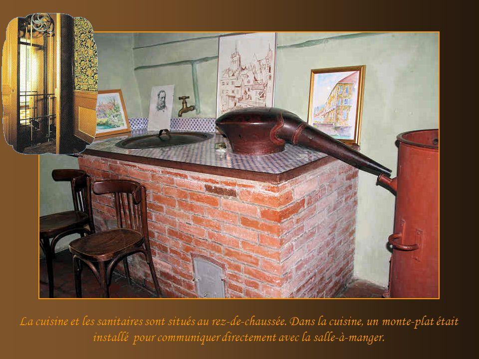La cuisine et les sanitaires sont situés au rez-de-chaussée