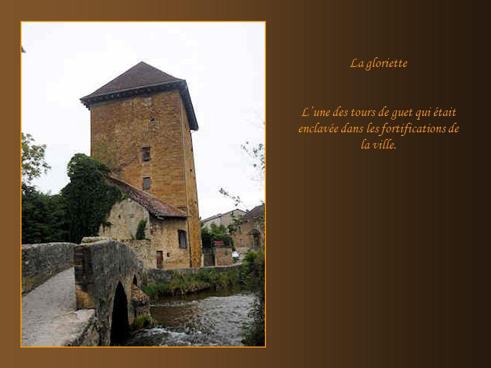 La gloriette L'une des tours de guet qui était enclavée dans les fortifications de la ville.