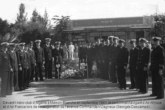Devant l'Aéro-club d'Algérie à Maison-Blanche en septembre 1941, le personnel navigant d'Air Afrique et d'Air France lors de l'inauguration de l'avenue Commandant Dagnaux (Georges Descamps)