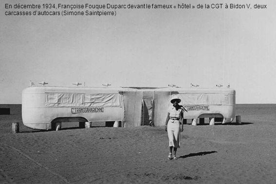 En décembre 1934, Françoise Fouque Duparc devant le fameux « hôtel » de la CGT à Bidon V, deux carcasses d'autocars (Simone Saintpierre)
