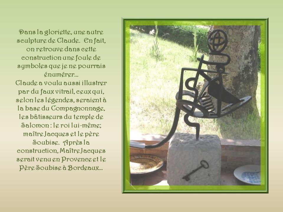 Dans la gloriette, une autre sculpture de Claude