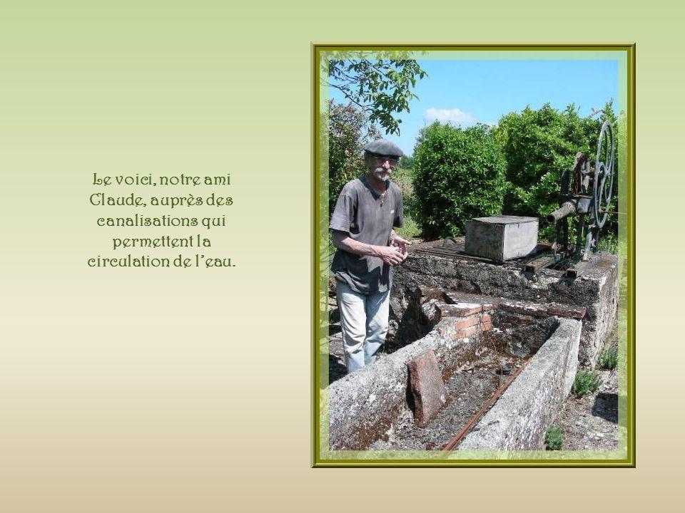 Le voici, notre ami Claude, auprès des canalisations qui permettent la circulation de l'eau.