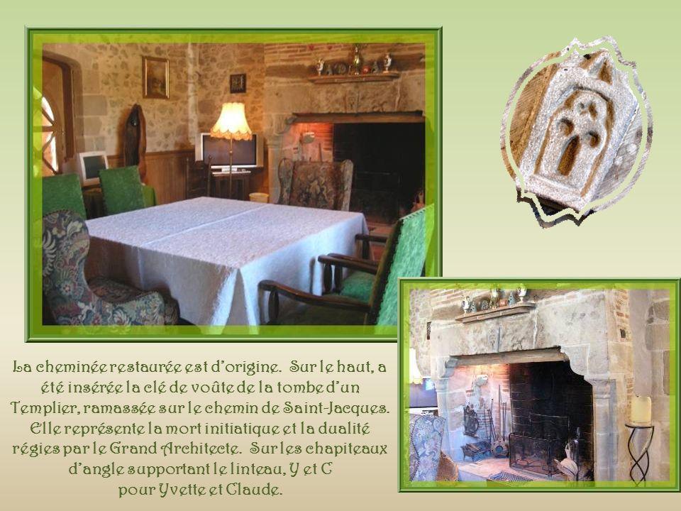 La cheminée restaurée est d'origine