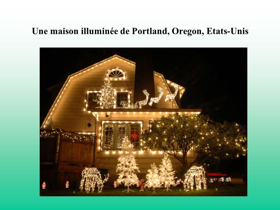 Une maison illuminée de Portland, Oregon, Etats-Unis