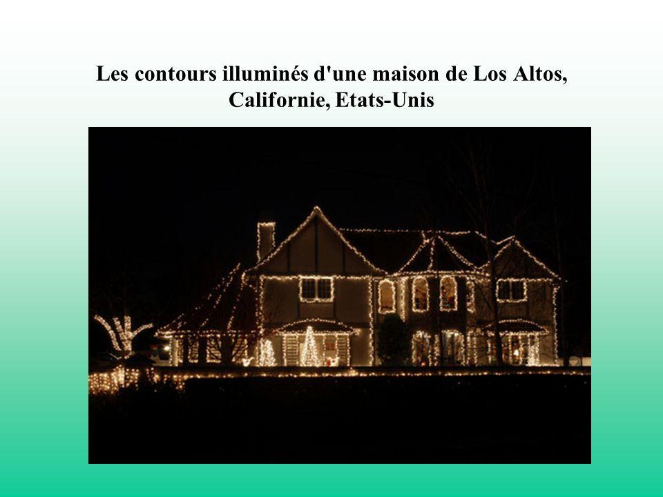 Les contours illuminés d une maison de Los Altos, Californie, Etats-Unis