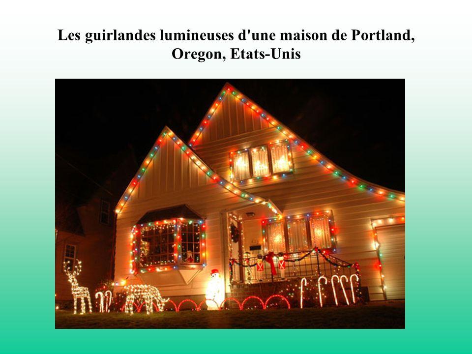 Les guirlandes lumineuses d une maison de Portland, Oregon, Etats-Unis