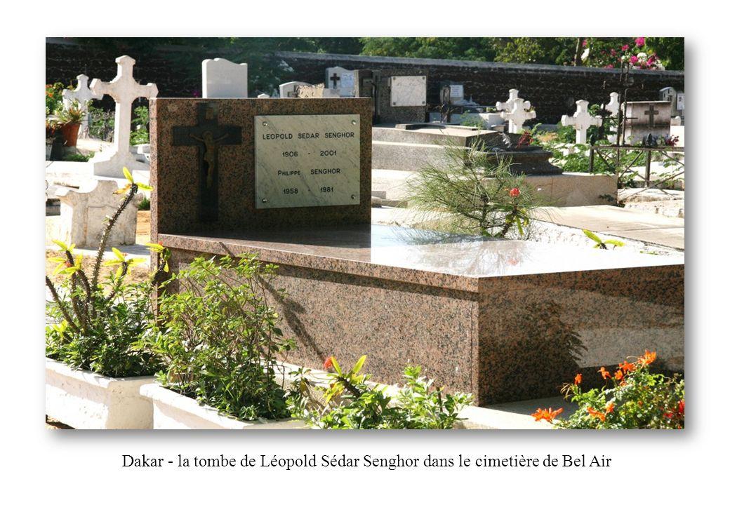 Dakar - la tombe de Léopold Sédar Senghor dans le cimetière de Bel Air