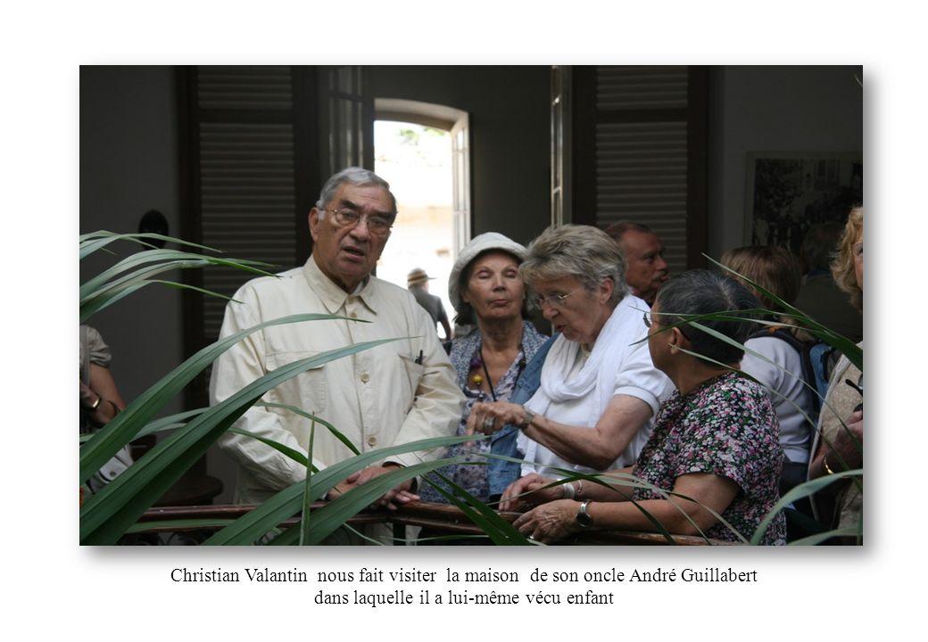 Christian Valantin nous fait visiter la maison de son oncle André Guillabert dans laquelle il a lui-même vécu enfant
