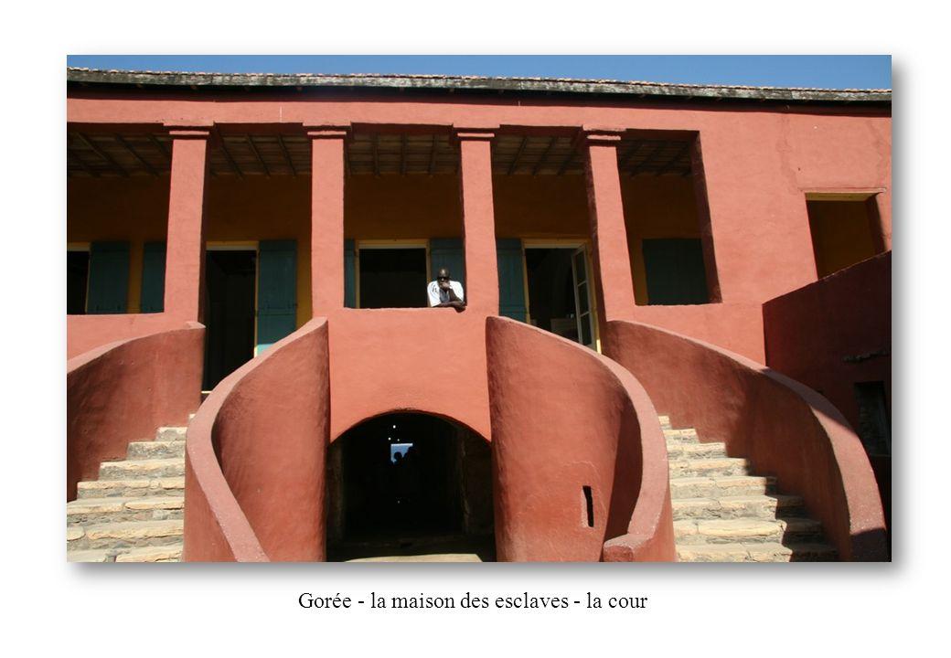 Gorée - la maison des esclaves - la cour.