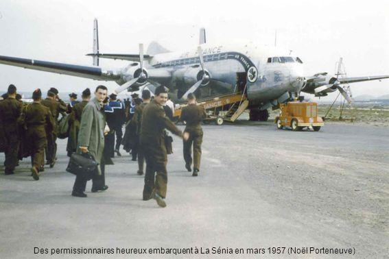 Des permissionnaires heureux embarquent à La Sénia en mars 1957 (Noël Porteneuve)