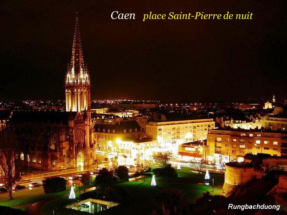 Caen place Saint-Pierre de nuit