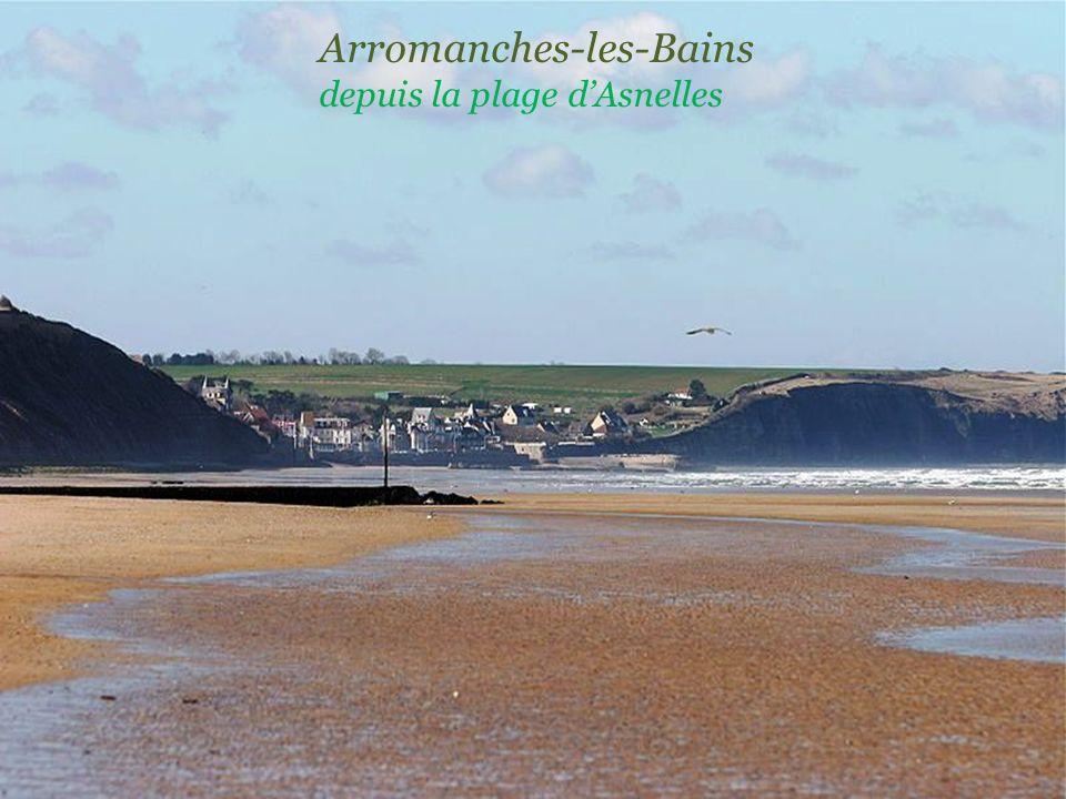 Arromanches-les-Bains depuis la plage d'Asnelles