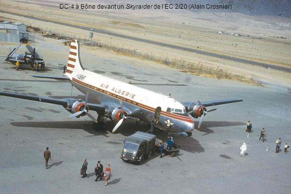 DC-4 à Bône devant un Skyraider de l'EC 2/20 (Alain Crosnier)