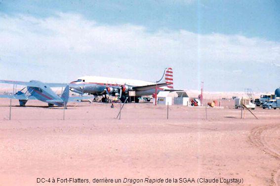 DC-4 à Fort-Flatters, derrière un Dragon Rapide de la SGAA (Claude Loustau)