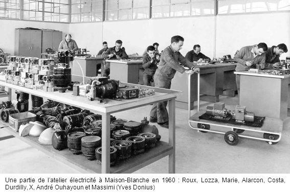 Une partie de l'atelier électricité à Maison-Blanche en 1960 : Roux, Lozza, Marie, Alarcon, Costa, Durdilly, X, André Ouhayoun et Massimi (Yves Donius)