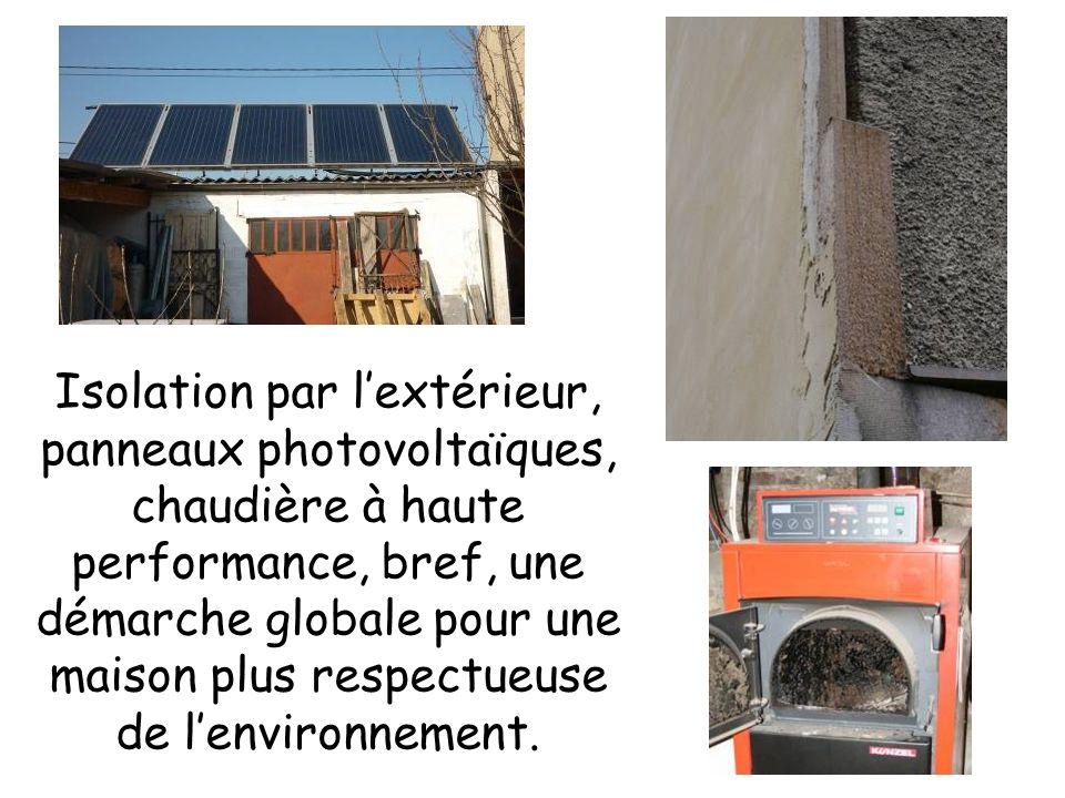 Isolation par l'extérieur, panneaux photovoltaïques, chaudière à haute performance, bref, une démarche globale pour une maison plus respectueuse de l'environnement.