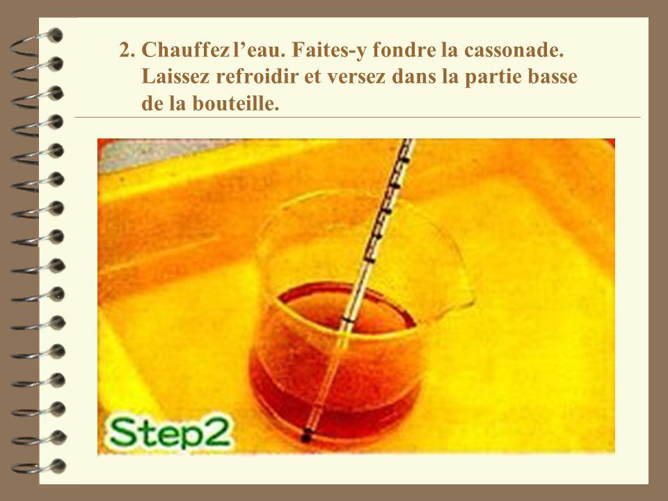 2. Chauffez l'eau. Faites-y fondre la cassonade