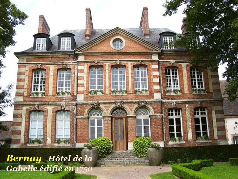 Bernay Hôtel de la Gabelle édifié en 1750