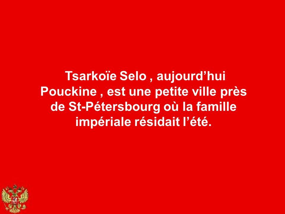 Tsarkoïe Selo , aujourd'hui Pouckine , est une petite ville près de St-Pétersbourg où la famille impériale résidait l'été.