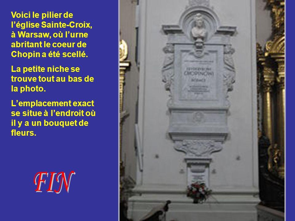 Voici le pilier de l'église Sainte-Croix, à Warsaw, où l'urne abritant le coeur de Chopin a été scellé.