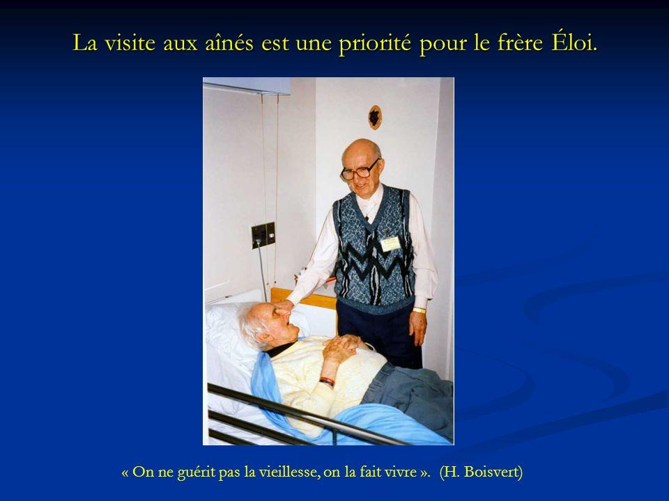 La visite aux aînés est une priorité pour le frère Éloi.
