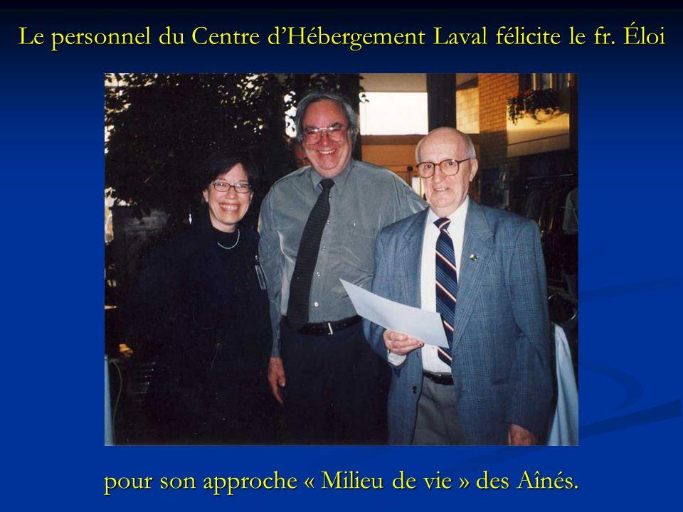 Le personnel du Centre d'Hébergement Laval félicite le fr. Éloi