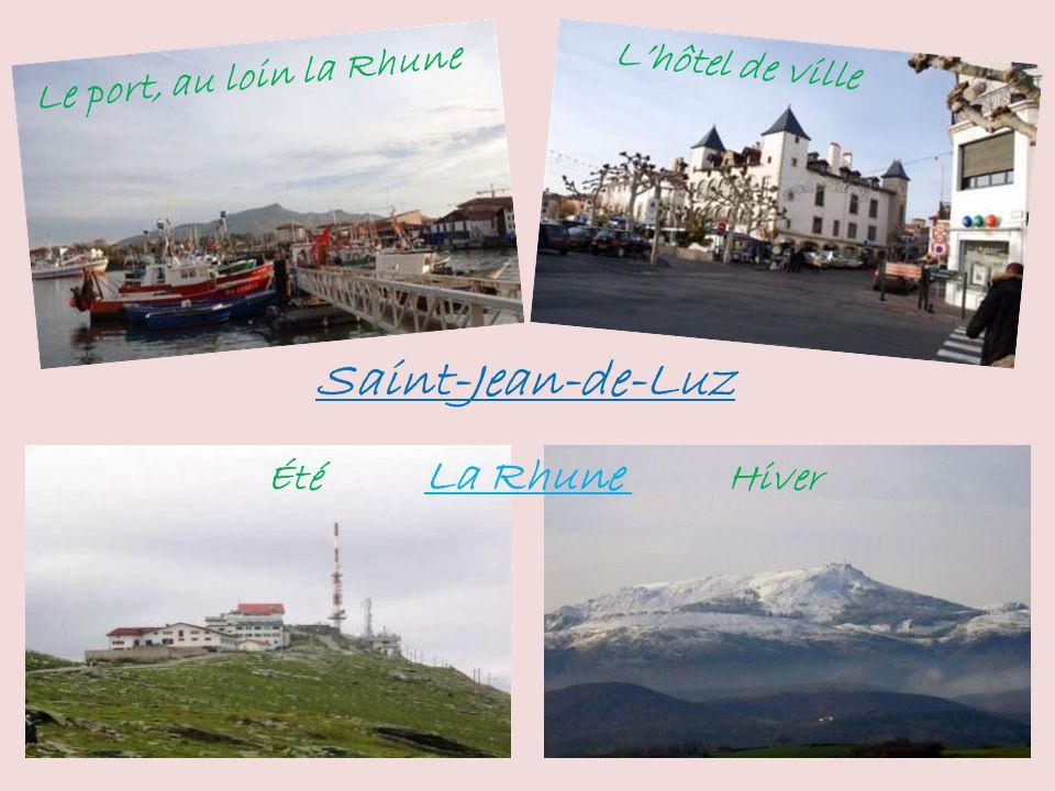 Saint-Jean-de-Luz L'hôtel de ville Le port, au loin la Rhune