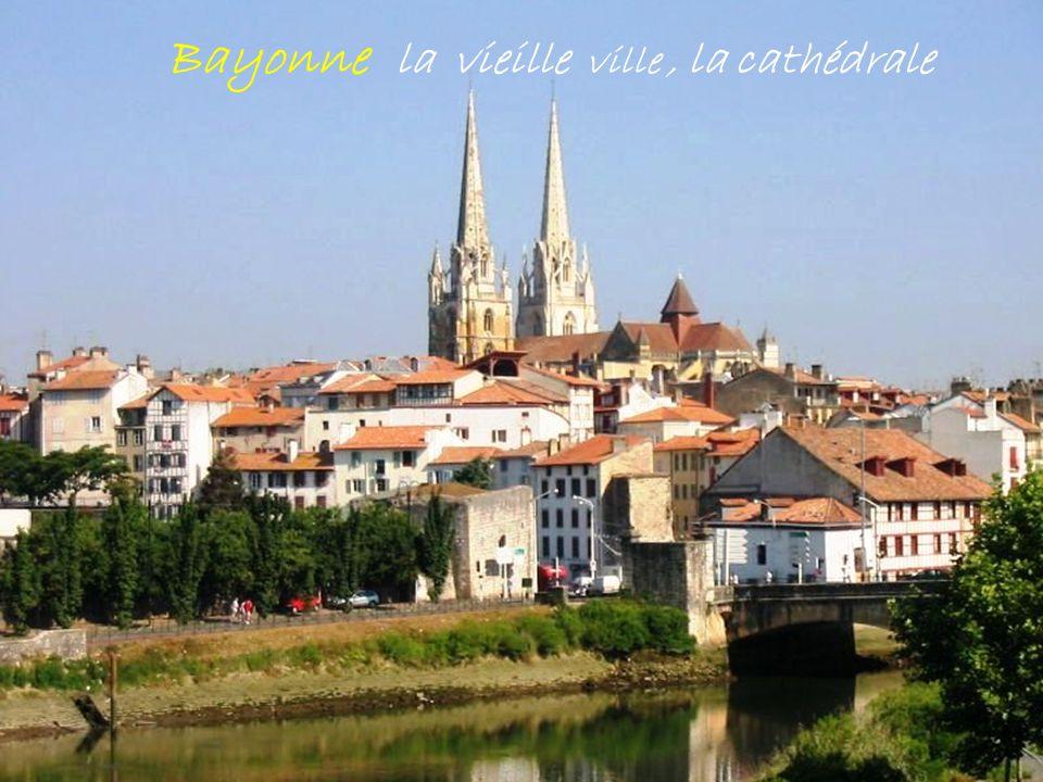 Bayonne la vieille ville , la cathédrale