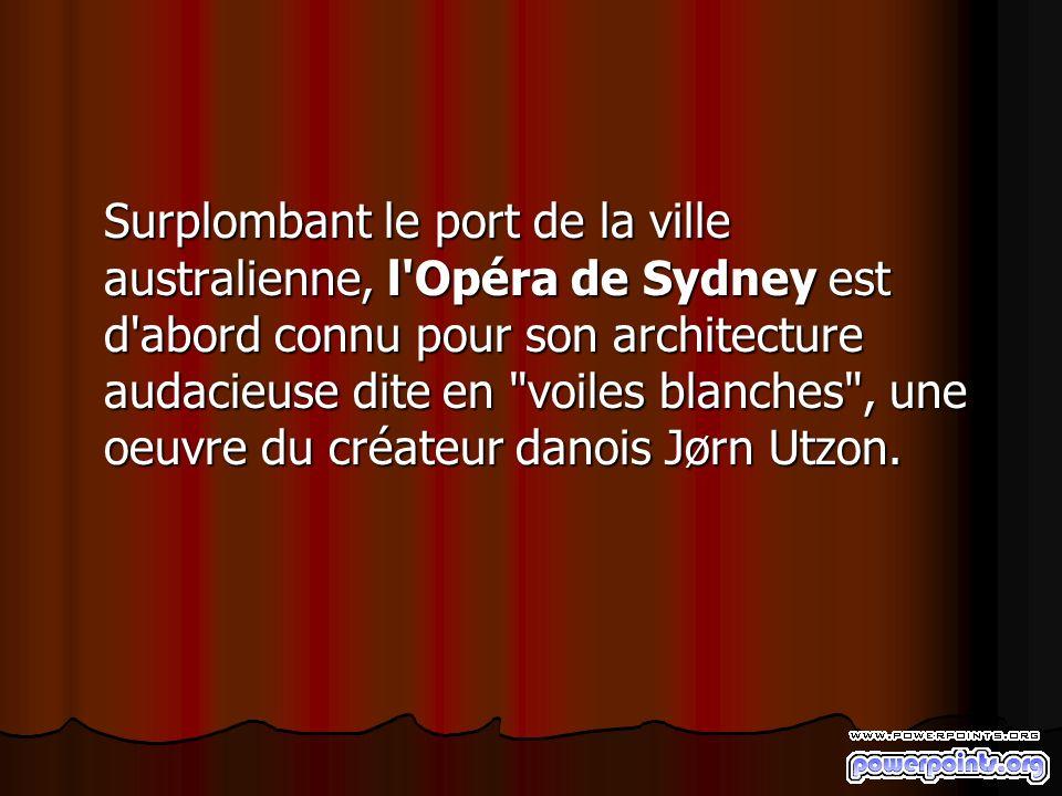 Surplombant le port de la ville australienne, l Opéra de Sydney est d abord connu pour son architecture audacieuse dite en voiles blanches , une oeuvre du créateur danois Jørn Utzon.