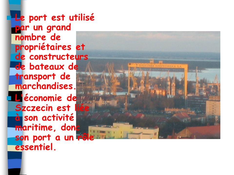 Le port est utilisé par un grand nombre de propriétaires et de constructeurs de bateaux de transport de marchandises.