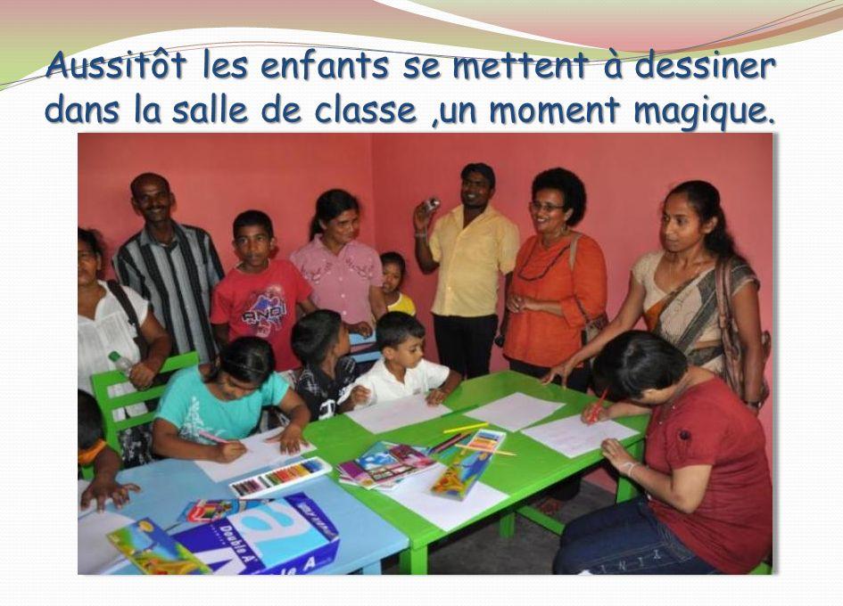 Aussitôt les enfants se mettent à dessiner dans la salle de classe ,un moment magique.