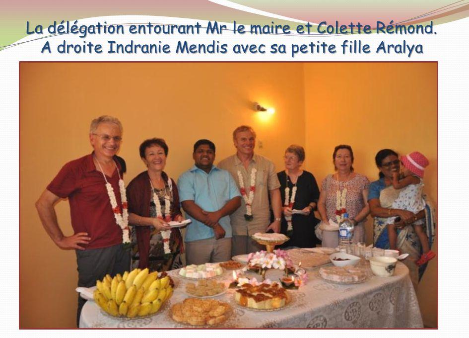 La délégation entourant Mr le maire et Colette Rémond