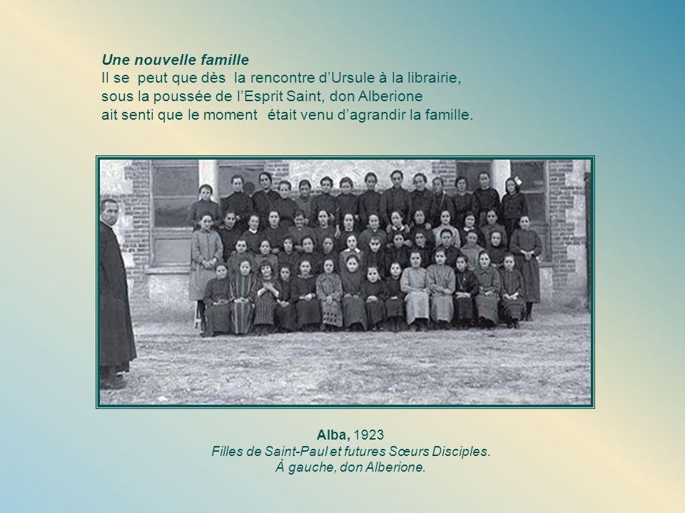 Filles de Saint-Paul et futures Sœurs Disciples.