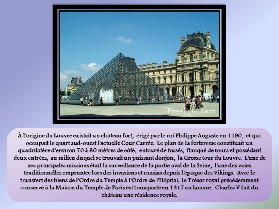 À l origine du Louvre existait un château fort, érigé par le roi Philippe Auguste en 1190, et qui occupait le quart sud-ouest l actuelle Cour Carrée.