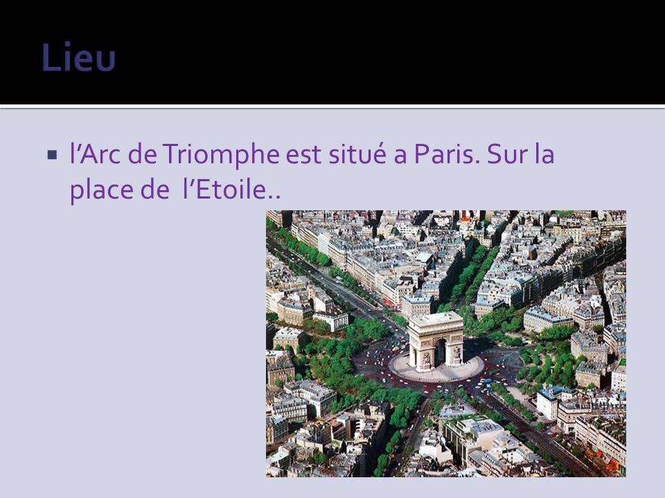 Lieu l'Arc de Triomphe est situé a Paris. Sur la place de l'Etoile..